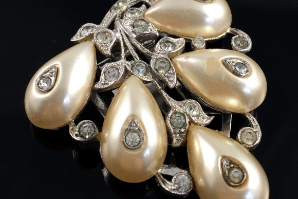Alfred Phillipe, Crown Trifari Dress Clip - Vintage 1940s, Shoe Button Pearls