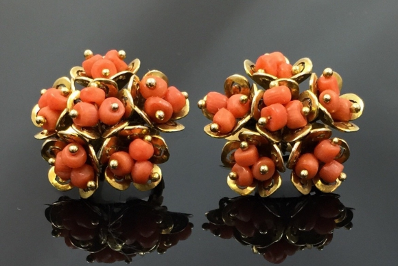 Coral Cluster Pierced Earrings - Vintage 40s Natural Coral Beads