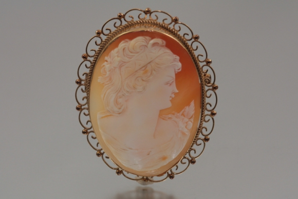 Large English 9K Shell Cameo Brooch