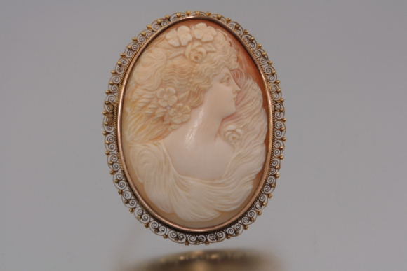 Ornate Victorian 14K Shell Cameo Brooch