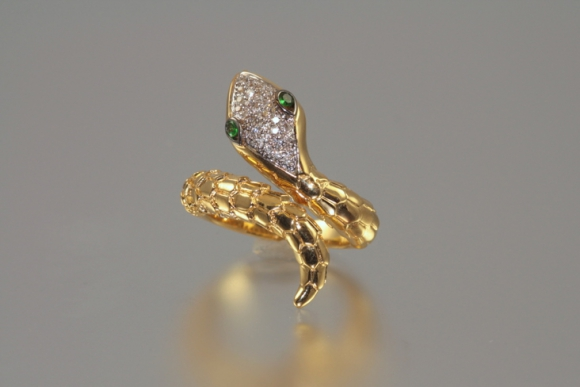 Beautifully Crafted 18K Snake Ring