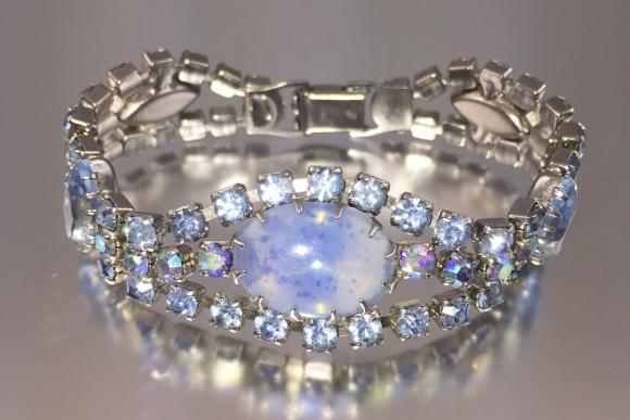 Light Blue Rhinestone Art Glass Bracelet - Vintage 1960s Aurora Borealis