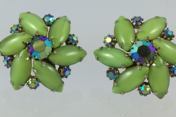 Vintage Weiss Green Moonglow AB Rhinestone  Pinwheel Earrings