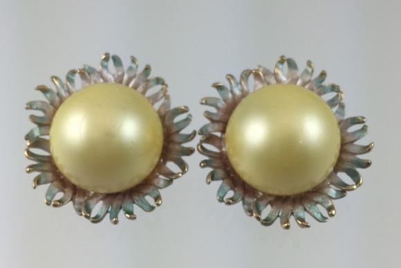 Vintage Pastelli Faux Pearl Flower Earrings - 1960s Enamel Sunflowers