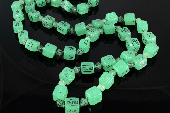 Art Deco Green Peking Glass Cube Bead Necklace - Vintage 20s