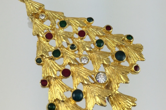 Christmas Tree Pin - Vintage 70s Gold Red & Green Enamel Rhinestones