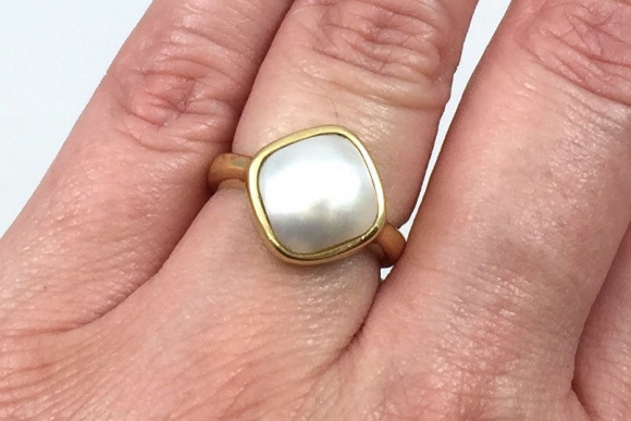 Vintage Modernist 14K Mabe Pearl Ring - Circa 1980s Contemporary