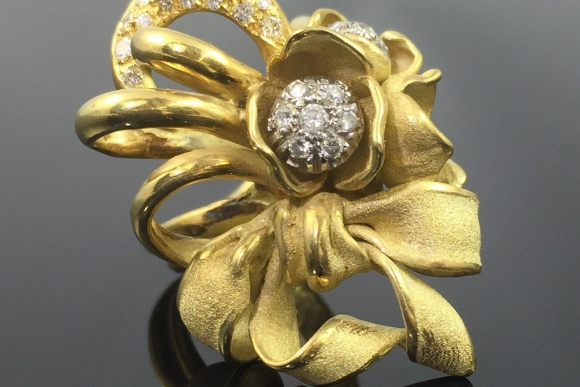 Annamaria Cammilli 18K Gold Diamond Bow Statement Ring