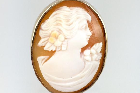 Fine Estate 10K Large Oval Shell Cameo Ring - Vintage Hand Carved Shel