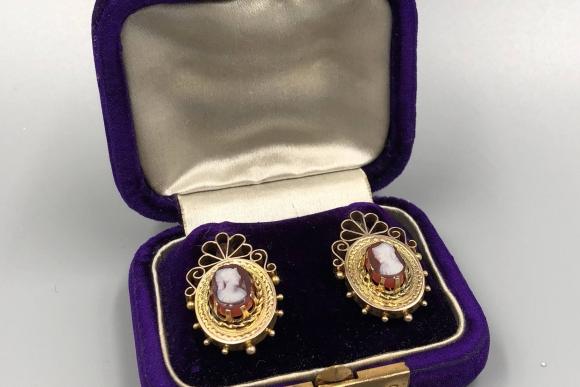 Antique 14K Cameo Dangle Earring