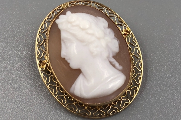 Victorian Small Cameo Pendant Brooch