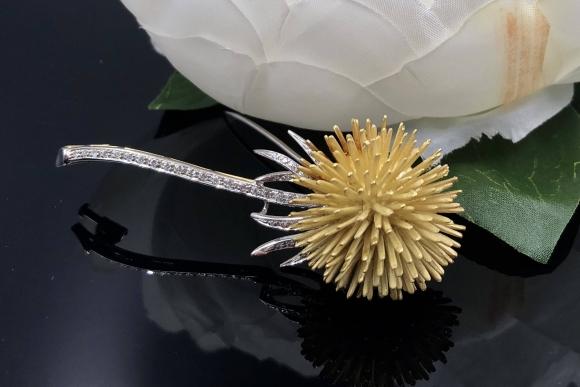 18K Diamond Dandelion Brooch