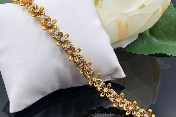 Jabel 18K Diamond Flower Bracelet