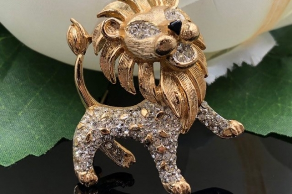KJL Lion Brooch, Old 60s KJL, Kenneth Jay Lane Crystal Lion Pin, Small Lion Brooch