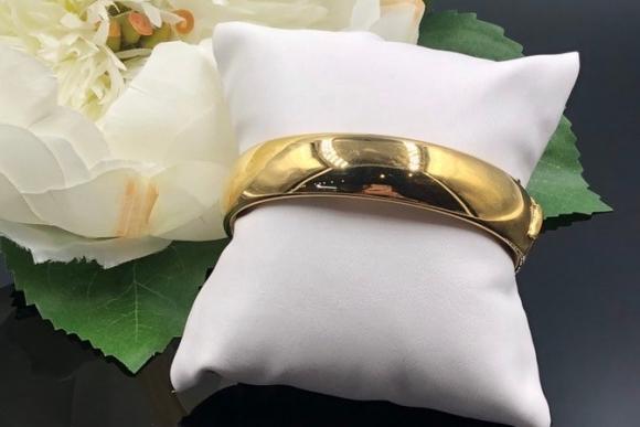 Vintage Wide Gold Hinged Bangle