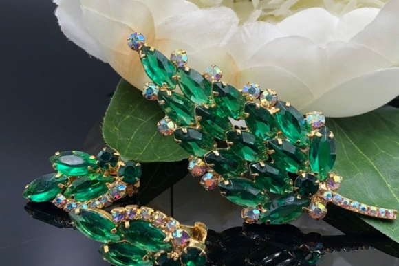 DeLizza Elster Green Brooch Earrings Jewelry Set
