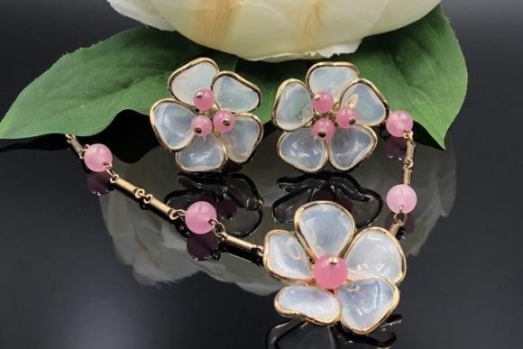 Crown Trifari Opaline Pink Poured Glass Flower Necklace Earrings Jewelry Set