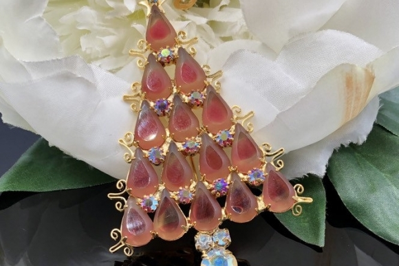 Pink Givre Rhinestone Christmas Tree Pin