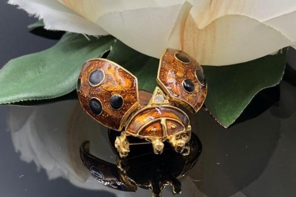 Trembler Lady Bug Brooch, En Tremblant Ladybug Pin