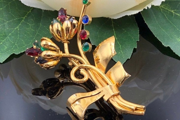 Vintage Floral Spray Gold Brooch with Jewel Tones Glass Stones