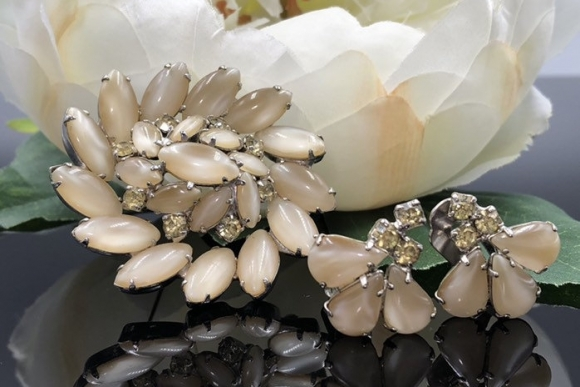Vintage Cream Moonglow Brooch Earrings Jewelry Set