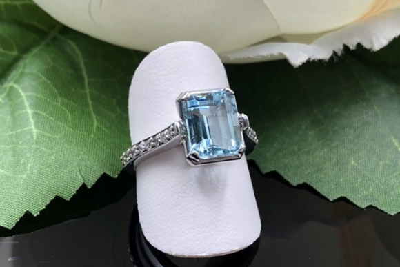 14K Aquamarine Diamond Halo Ring