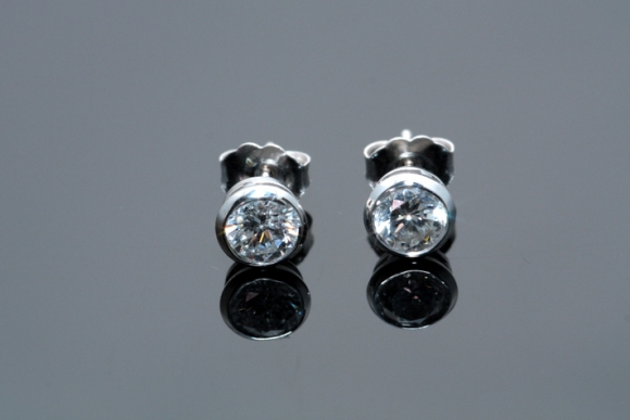 18K White Gold 1CT Diamond Stud Earrings