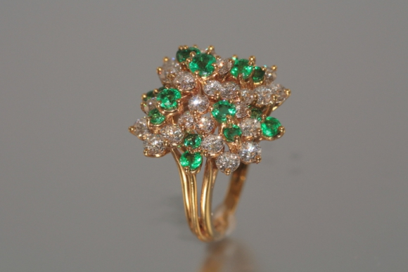 Glittering Diamond & Emerald Cluster Ring